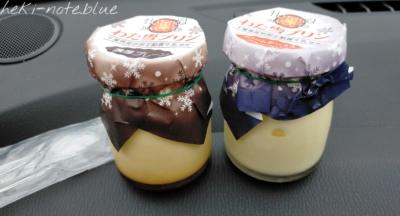 海ほたるで買った【わた雪プリン】の濃厚プレーンとクリームチーズ(ブルーベリー入り)の写真
